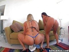 Strapping whore Sara Mess around on every side chubby juicy Bristols and her